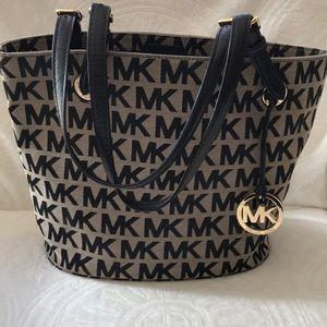 Michael Kors shoulder purse black/ tan med sz
